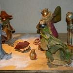 Crèche de Noël réalisée en différents végétaux naturels séchés et peints. Althaea Rosea, Le Puy en Velay.
