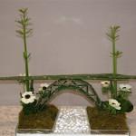 Hommage à Eiffel :construction de prêles,  papyrus et anémones blanches.