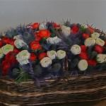 Bouquet tricolore pour la célèbre galerie qui enjambe le Cher: ici furent soignés 2254 blessés pendant la guerre de 1914-1918. Le propriétaire de l'époque y fit aménager à ses frais,un hôpital. Renoncules et Eryngiums ou Panicauts.
