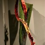 Argentine : structure en Presles et grande volute en laine mèche décorée de petits arums calla.