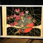 Ce concurrent japonais a travaillé des Gloriosa superba dans un cadre en bois.