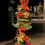 Totem multicolore réalisé par deux concurrentes des Etats Unis.
