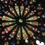 Quito doit son nom à ses premiers habitants, les pacifiques Quitus dont les descendants combattirent les Incas.Dans la Basilica del Voto Nacional les vitraux sont décorés de fleurs d'orchidées.