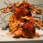 Anthuriums, protées,roses et saule tortueux. Concours 2011 à Boston, Jean Warren, Royaume Uni