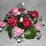 Harmonie de deux tonalités en renoncules et roses.