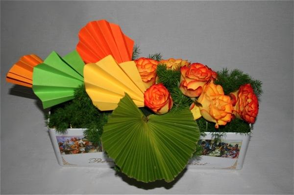 L'harmonie de couleurs vives du décor est inspirée par la boîte de chocolats qui sert  de contenant.