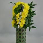 Bouquet Janus : vert et jaune devant le bouquet est garni de fleurs roses de l'autre côté.