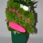 Aussi appelé éponge végétale, le luffa cylindrica est  ici utilisé entier sur un vase vert.