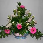 Dans ce bouquet, la créativité est présente par le choix des végétaux et l'association des couleurs.