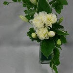 Si le vase est bas, il faut dans ce cas allonger les lignes pour donner plus d'ampleur à la composition.