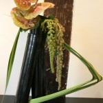 Les vases utilisés pour l' Ikebana sont généralement fabriqués selon la technique du Raku.
