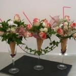 Petites roses et lierre pour un style romantique.