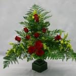 Ensuite, placer les fleurs en les repartissant de façon équilibrée.