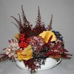 Les pointes des bruyères contrastent avec la rondeur de hortensias et des feuilles de ginkgo biloba.