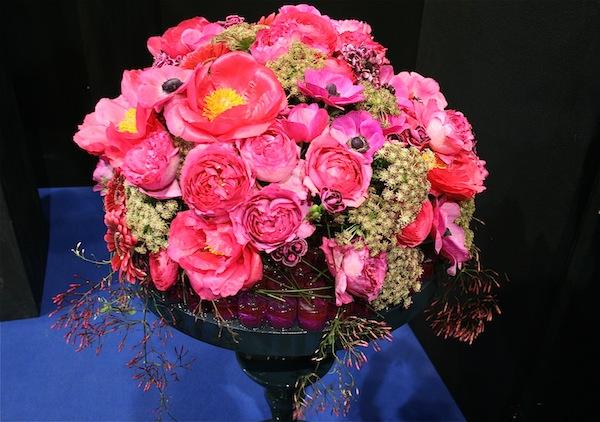 Bouquet rond du fleuriste Gyl Boyard  roses, pivoines,anémones.           Démonstration Snhf mars 2013