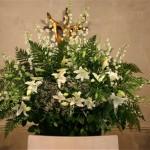 Un grand bouquet rayonnant décorait le fond de l'église dont le choeur est très large.