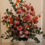 Thème Symphonie des 4 saisons avec feuillage d'eucalyptus, lysianthus et physalis.