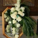 Le bouquet devait être composé tout en verre et vert devant un miroir.
