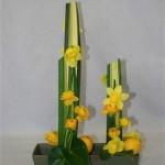Les fleurs longues suivent les lignes, renoncules et citrons constituent la base.