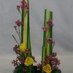 Quelques fleurs suffisent pour habiller les lignes verticles des pandanus.