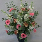 Associé à des fleurs de couleurs et textures différentes, il permet de réaliser de spectaculaires bouquets.