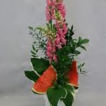 Les gros morceaux de pastèque doivent être soigneusement positionnés  sur le vase.
