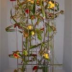 Entrelacs de pavots en boutons et de tulipes perroquets sur montage métallique; Concours Gênes 2006