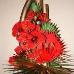 Bouquet de palmes naturelles, dorées et fausses palmes rouges avec jeu d'amaryllis.