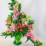 Le bouquet peut aussi être dessiné avec fleurs longues comme le muflier .