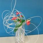 Un grand vase en verre permet d'intégrer à l'intérieur, le jeu de rotin.