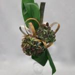 Les écorces ont été découpées en lanières et plantées dans la mousse florale.