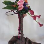 Composition mêlant travail de fleurs à l'occidentale et textile japonais.
