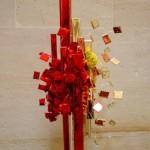 Rouge et or, des fleurs de bégonia complètent l'ensemble.