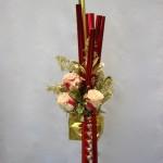 3 roses panachées et du feuillage doré pour le coeur du bouquet.