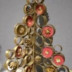 Cercles de Pandanus séchés et dorés garnis de pommes de pin.