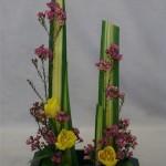 Tulipes jaunes et wax habillent les lignes de pandanus .