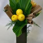 Palmes plissées et feuilles en carton ondulé, les citrons s'intègrent à tous les styles de bouquets.