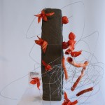 Ecole Sogetsu : composition contemporaine et minimaliste .