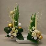 Les jacinthes  sont intégrées à un décor de Noël en or et blanc  sur coupes blanches.