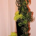 Yumiko Nakamura, composition verticale de prêles travaillées et chrysanthèmes verts