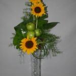 Soleils, pommes granny et raisins pour un décor aux couleurs toniques.