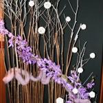 Violet en orchidées Vanda, branches de Polygonum et gouttes de pluie; Yoko Sumihara.