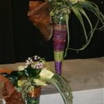 Pour une originale composition festive, Michèle Enel a utilisé des fibres de palmier et tressé rosaces de phormium et  bouquets de bear grass.
