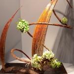 Spirale et faisceaux d'osiers travaillés sont la base de cette composition au design très épuré.