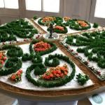 Autre thème de l'exposition, le jardin miniature qui reprend le tracé des jardins à la Française du domaine. Monique Gimenez