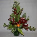 Pour ce bouquet triangulaire d'automne de feuillages, quelques brins d'eucalyptus ont été choisis pour leur couleur .