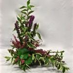 Le wegelia panaché, habillé de bruyère et liatris, dessine la srtucture du bouquet.