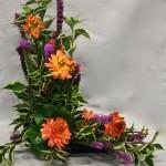Dahlias et longues fleurs de liatris opposent leurs couleurs automnales.