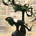 Deux vases différents mais de même matière et couleur. Art floral Caen.