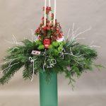 Bouquet sapin : les sujets de Noël agrémentent  les végétaux.